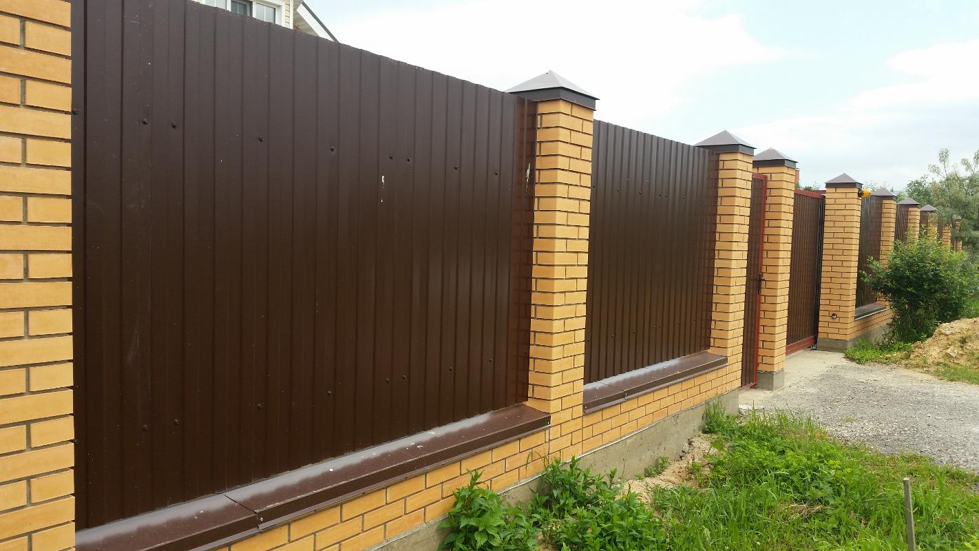 Забор с кирпичными столбиками своими руками фото 50